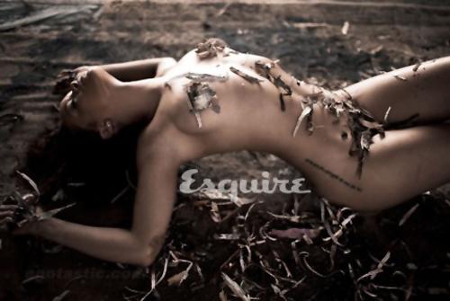 Rihanna-Esquire-03-h-20111013